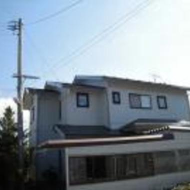 屋根・外壁塗装後の住宅外観 横から