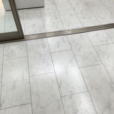クリーニング後のオフィス出入り口床