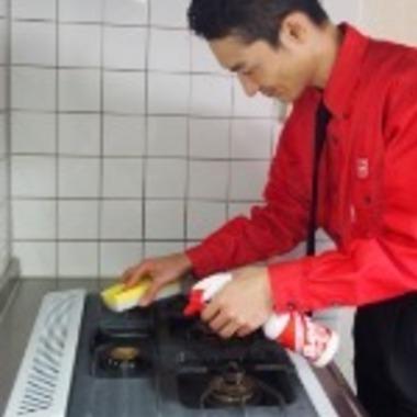ガスコンロのクリーニング作業