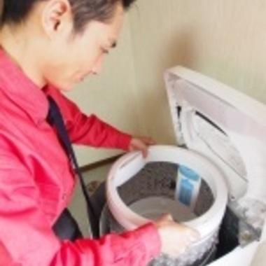 洗濯槽のクリーニング作業