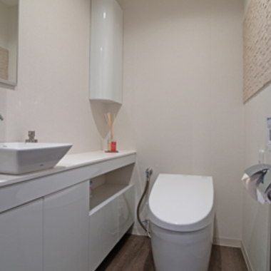 リフォーム後の洗面付きトイレ