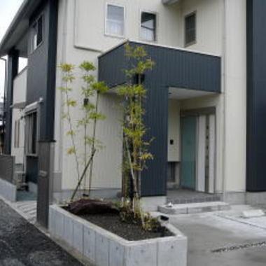 小庭・つくばい施工後の住宅外観