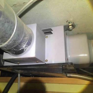 脱衣場の換気扇交換・修理 施工中