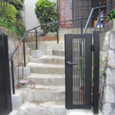 リフォーム後の玄関前階段