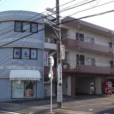 外壁塗装・屋上防水工事後 店舗外観