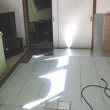 床暖房設置工事作業4