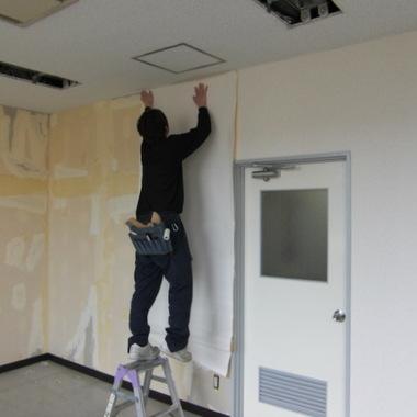 天井・壁クロス張替え 作業中