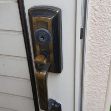 装飾錠修理・分解して潤滑油をさす作業 ハンドル