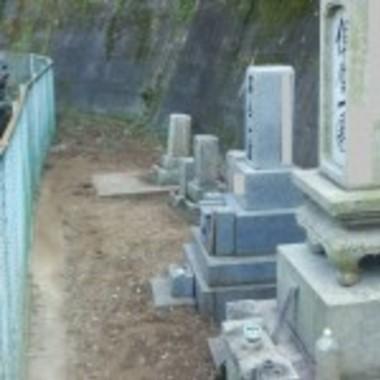 お墓の草取りや墓石の清掃後