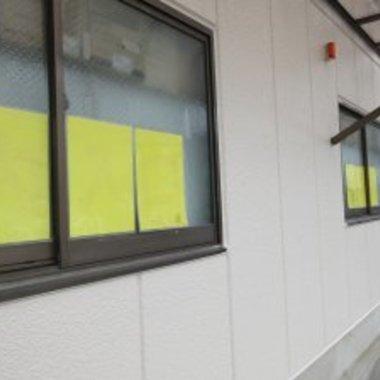 店舗外壁塗装 壁面落書き補修 後 左側から