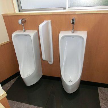 店舗トイレリフォ-ム後 男子トイレ