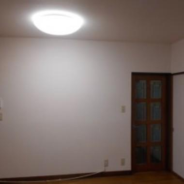 壁紙張替え後 ドア付近