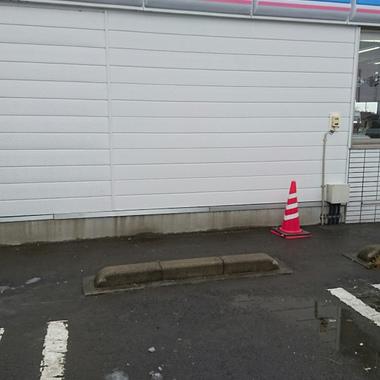 | 破損したコンビニ 外壁の修理 施工完了