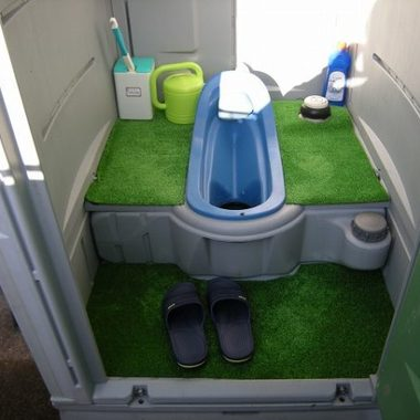 清潔な仮設トイレ