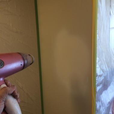 | キッチンパネル穴補修途中 穴埋め終了