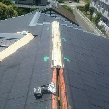 屋根修理工事途中