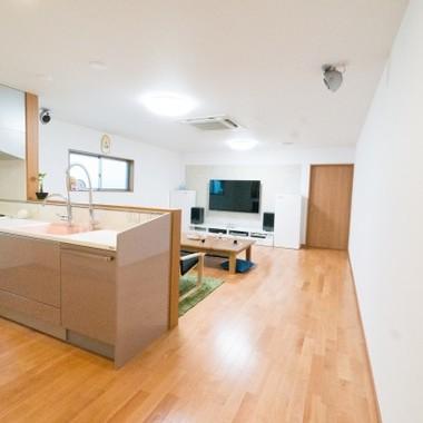 木造住宅リノベーション後 LDK キッチン
