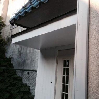 玄関の庇取付 外装塗装後