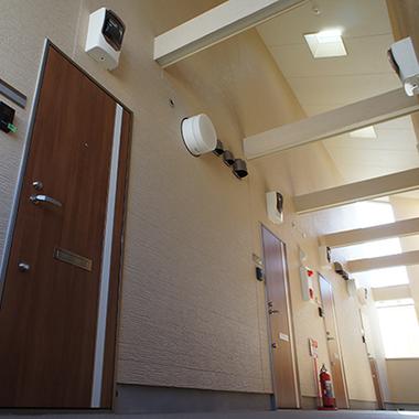 新築工事 集合住宅 廊下ドア