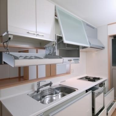 新築工事 システムキッチン 収納