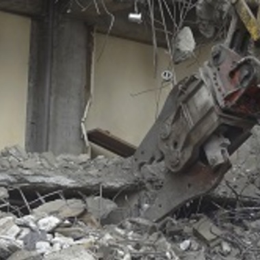| RC住宅解体 解体工事中2重機