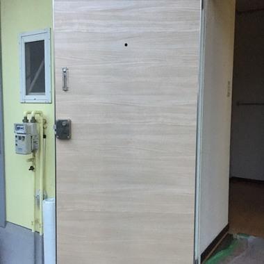 | 玄関ドア ダイノックシート貼り工事 価格45000円(税込)の施工後写真(0枚目)