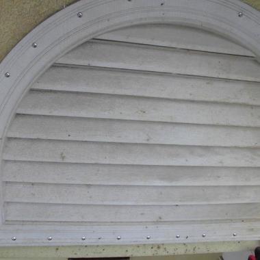 | 駆除後の屋根の通気口
