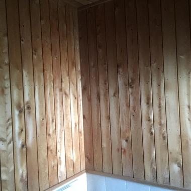 木部壁塗装後の浴室壁