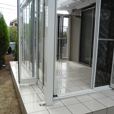 施工後のガラス張りのガーデンルーム