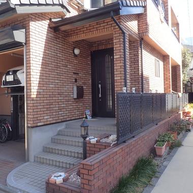 植木撤去後の玄関前