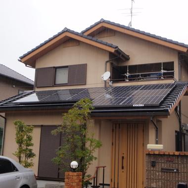 ソーラーパネル設置後の住宅外観