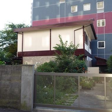 外壁塗装後の住宅外観 横から