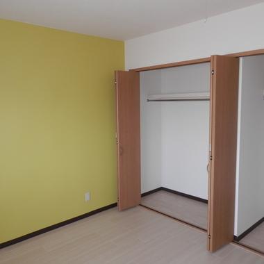 施工後の洋室とクローゼット