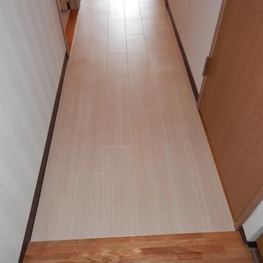施工後の廊下フローリング