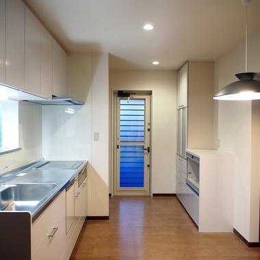 和室・リビング・キッチンを広くし、冬は日の光が差し込む、暖かくて明るい空間になりました。の施工後写真(0枚目)