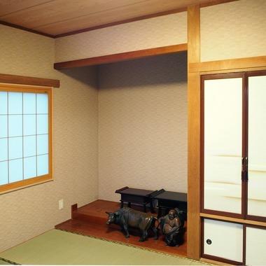 和室・リビング・キッチンを広くし、冬は日の光が差し込む、暖かくて明るい空間になりました。の施工後写真(2枚目)