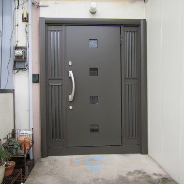 玄関ドア取替工事の施工後写真(0枚目)