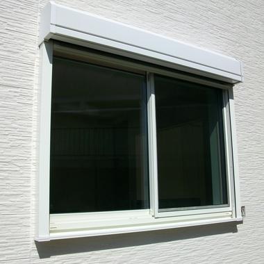 防犯 リビング窓にシャッター施工の施工後写真(0枚目)