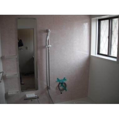 タイル風呂からに断熱性の高いサザナHSに浴室リフォーム。の施工後写真(1枚目)