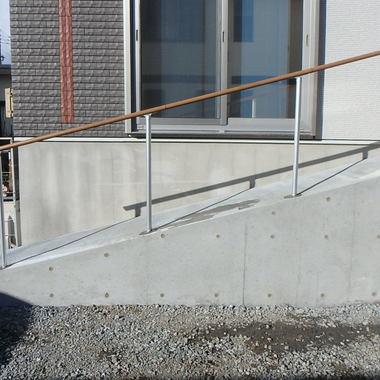 玄関スロープ・手摺工事*つらい階段の上り下りを軽減!の施工後写真(0枚目)