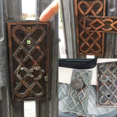 | 門扉部分シャトーブリアン専用錠 レバー受け部分破損修理の施工後写真(1枚目)
