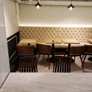 韓国有名なチェイン店・かき氷カフェ店舗内装の施工後写真(4枚目)