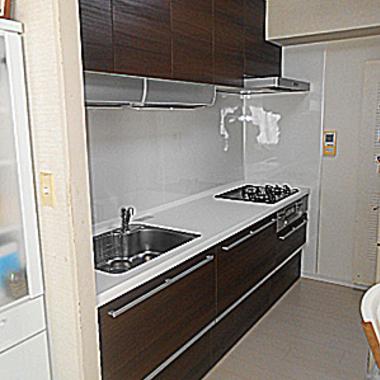 使い勝手の良い、家事が楽しくなるシステムキッチンへの施工後写真(1枚目)