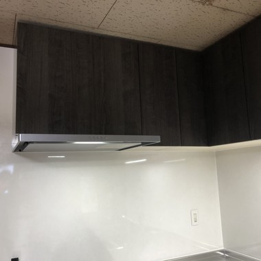 お家のイメージと合った清潔感のあるキッチン「ラクエラ」の施工後写真(2枚目)