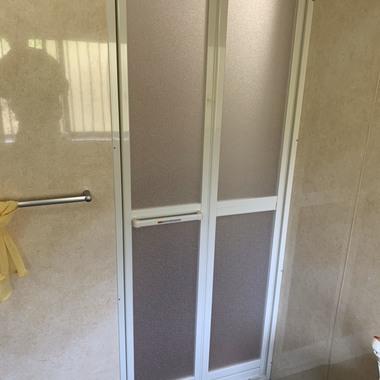 浴室ドア交換工事の施工後写真(1枚目)