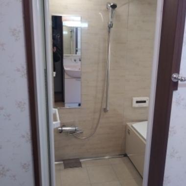 戸建の在来浴室(タイル壁)からユニットバスへの施工の施工後写真(0枚目)