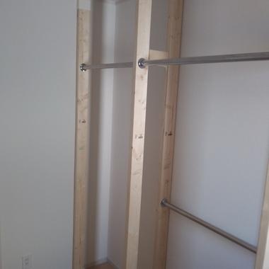 ウォークインクローゼットにハンガーパイプを設置したいの施工後写真(1枚目)