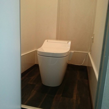 和式のトイレを洋式にリフォーム工事の施工後写真(0枚目)