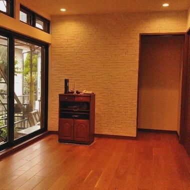 名古屋市緑区 壁紙と天井クロスの張り替えの施工後写真(1枚目)