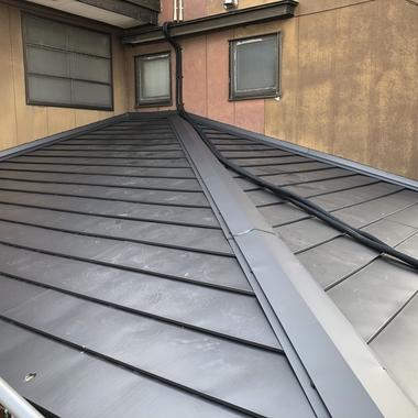 屋根に上葺きお手軽リフォームの施工後写真(1枚目)